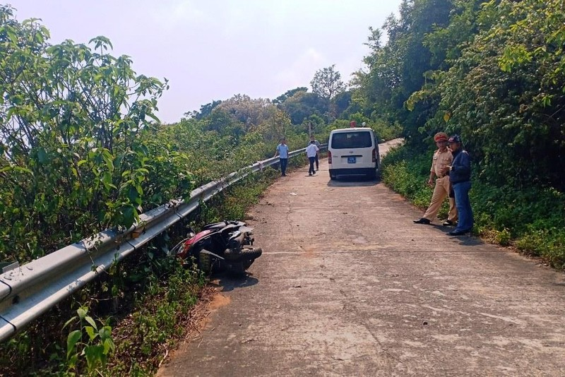 Cận cảnh những đoạn nguy hiểm của đường lên Sơn Trà - ảnh 9