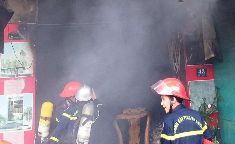 Vừa về đến, chủ chứng kiến nhà mình bốc cháy ngùn ngụt - ảnh 2