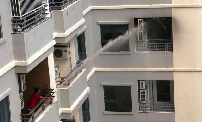 Cháy chung cư Mường Thanh ở Đà Nẵng, dân hoảng loạn - ảnh 1