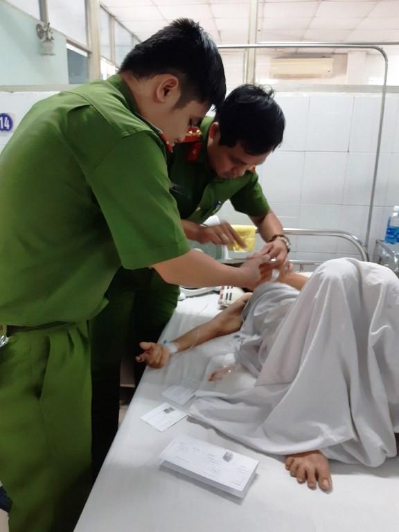 Công an Đà Nẵng đến tận giường bệnh làm CMND cho bệnh nhân - ảnh 1