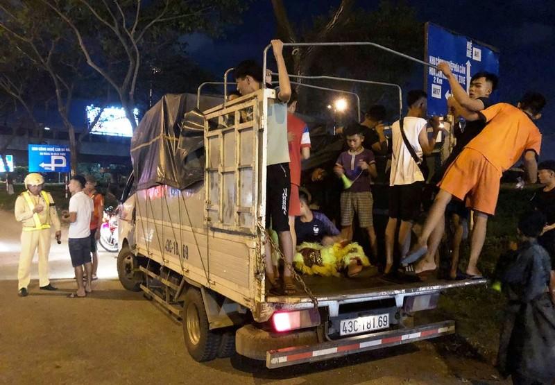 Đà Nẵng: Nhiều xe tải chở người múa lân bị CSGT phạt - ảnh 1