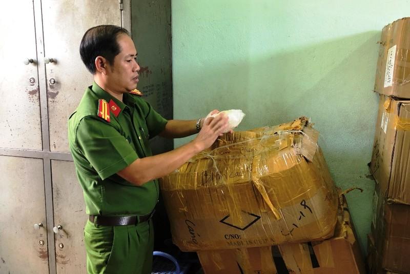 Cảnh sát phát hiện hàng ngàn hộp shisa 'lậu' ở Đà Nẵng - ảnh 2