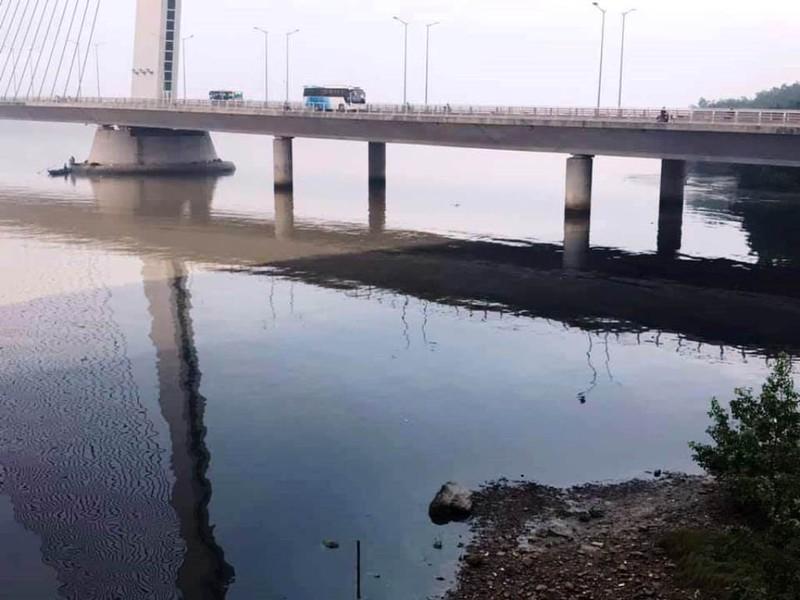 Nguyên nhân nước thải đen ngòm bốc mùi tuồn ra sông Hàn  - ảnh 1