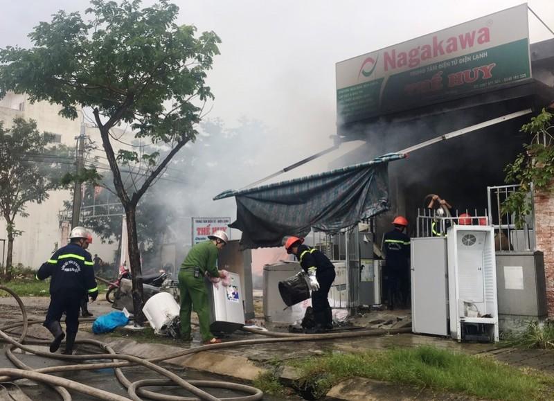 Cháy kèm tiếng nổ lớn trong cửa hàng điện lạnh ở Đà Nẵng - ảnh 2