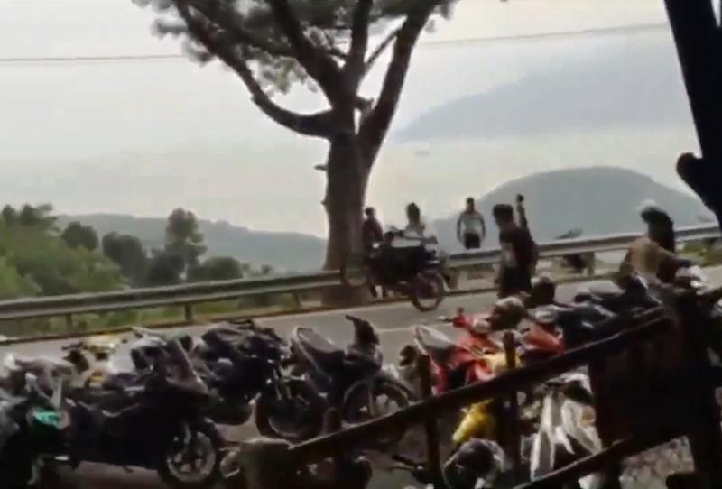 Xử phạt 3 thanh niên bốc đầu xe gây náo loạn đèo Hải Vân - ảnh 2
