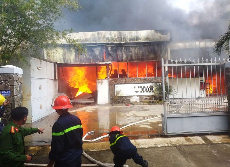 Cháy công ty sát kho gas ở Đà Nẵng - ảnh 1