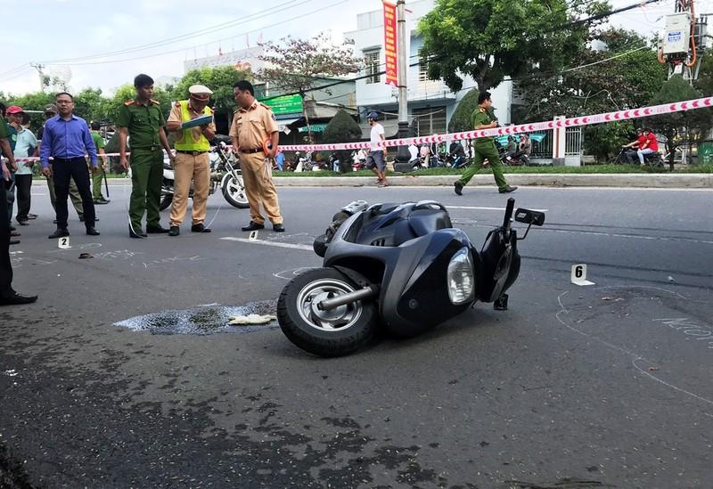Xe đầu kéo bấm còi làm người phụ nữ ngã xe tử vong - ảnh 2