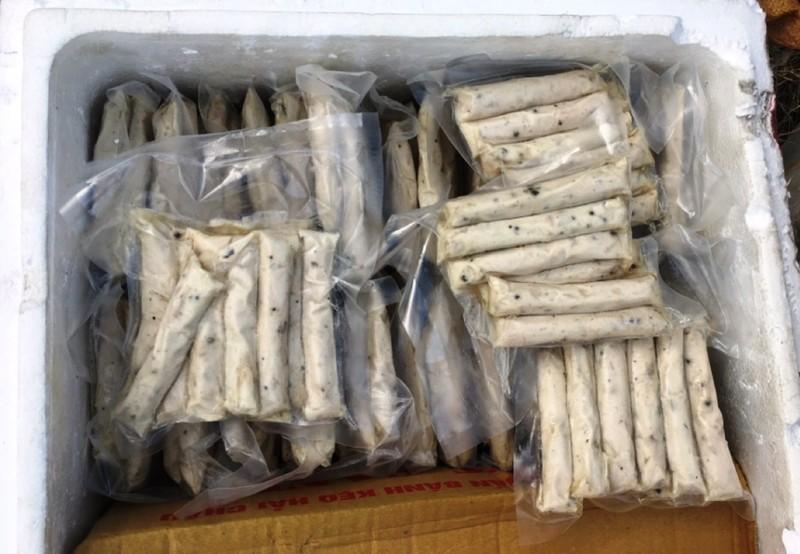 CSGT Đà Nẵng bắt xe khách chở 2 tấn hàng không giấy tờ - ảnh 1