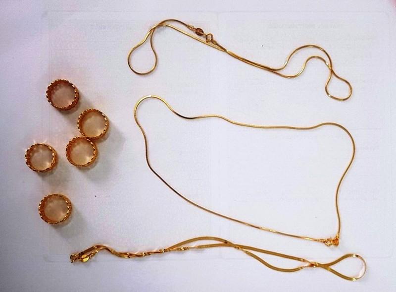 Đà Nẵng: 1 phụ nữ lừa tiệm vàng bằng dây chuyền giả - ảnh 2