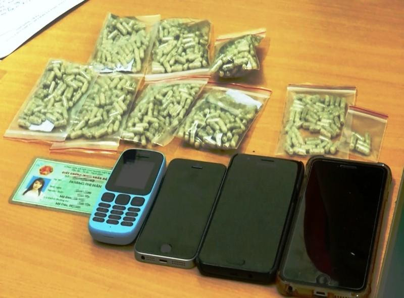Mẹ đơn thân 9x tàng trữ gần 800 viên ma túy trong phòng trọ - ảnh 2