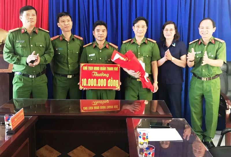 Nhóm cướp thực hiện hàng chục vụ giật dây chuyền ở Đà Nẵng - ảnh 3