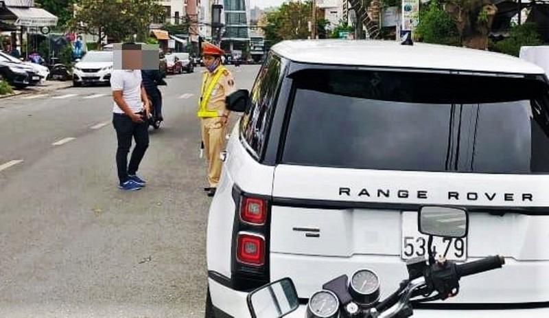 Phạt người lái Range Rover gắn biển số xe khác 22,5 triệu đồng - ảnh 1