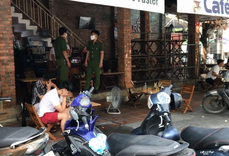 Đà Nẵng: Ra quân nhắc hàng quán đóng cửa chống dịch COVID-19 - ảnh 1