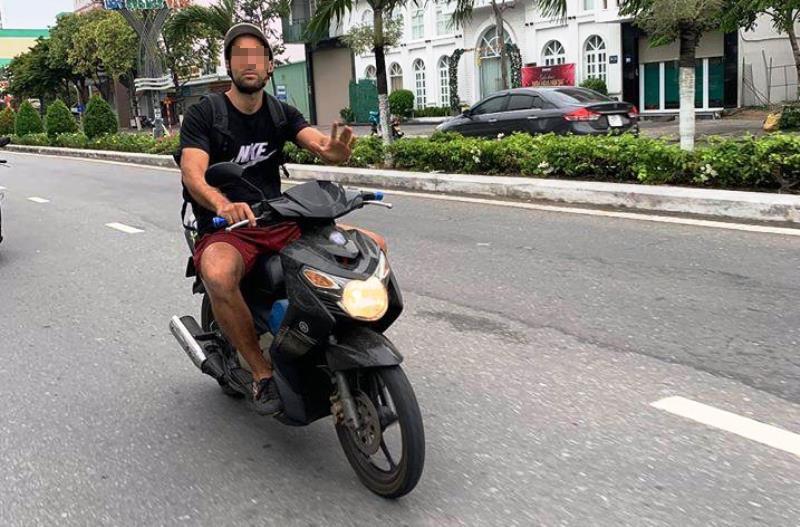 1 du khách Ý bị phạt vì không đeo khẩu trang - ảnh 1
