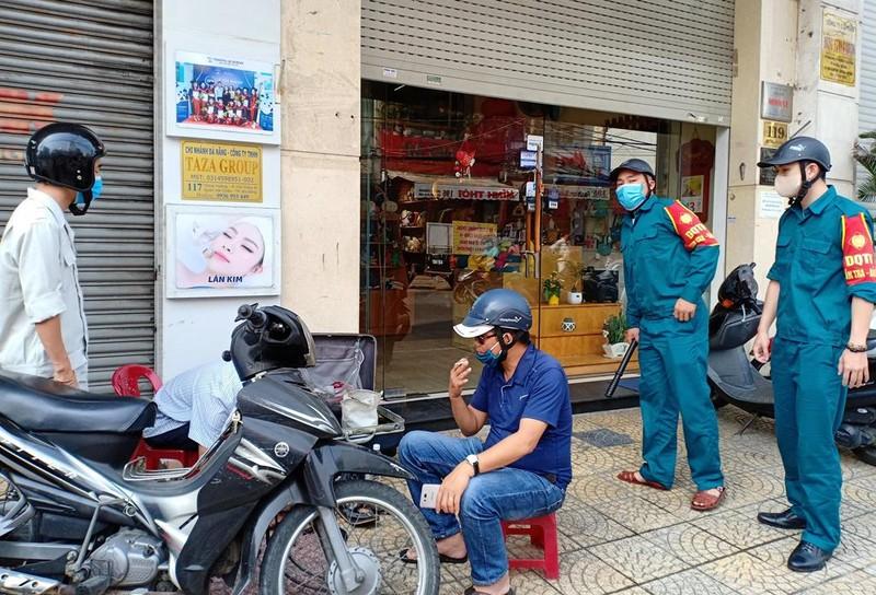 Người dân Đà Nẵng hồ hởi trong ngày đầu cho bán mang về - ảnh 9