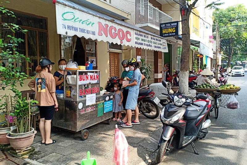 Người dân Đà Nẵng hồ hởi trong ngày đầu cho bán mang về - ảnh 1