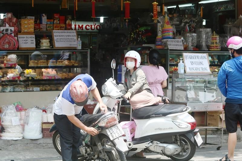 Người dân Đà Nẵng hồ hởi trong ngày đầu cho bán mang về - ảnh 3