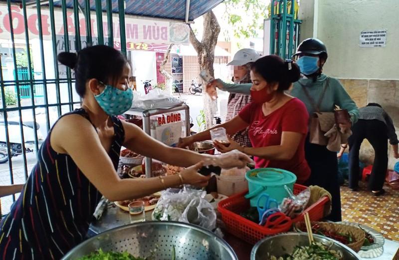 Người dân Đà Nẵng hồ hởi trong ngày đầu cho bán mang về - ảnh 7