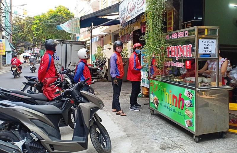 Người dân Đà Nẵng hồ hởi trong ngày đầu cho bán mang về - ảnh 6