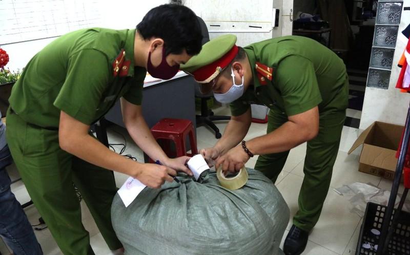Phát hiện cơ sở sản xuất khẩu trang 'chui' tại Đà Nẵng - ảnh 1