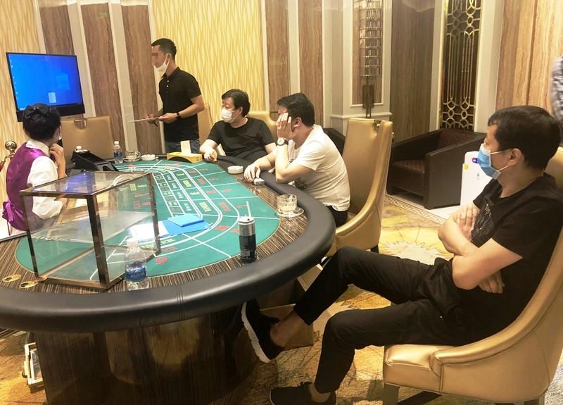 Nhóm người nước ngoài tổ chức đánh bạc trong resort   - ảnh 1