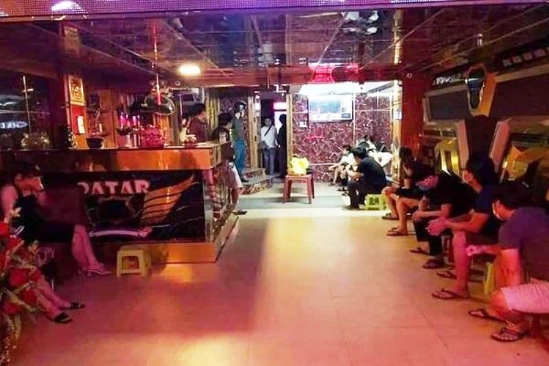 9 thanh niên phê ma túy trong quán karaoke tại Đà Nẵng - ảnh 1