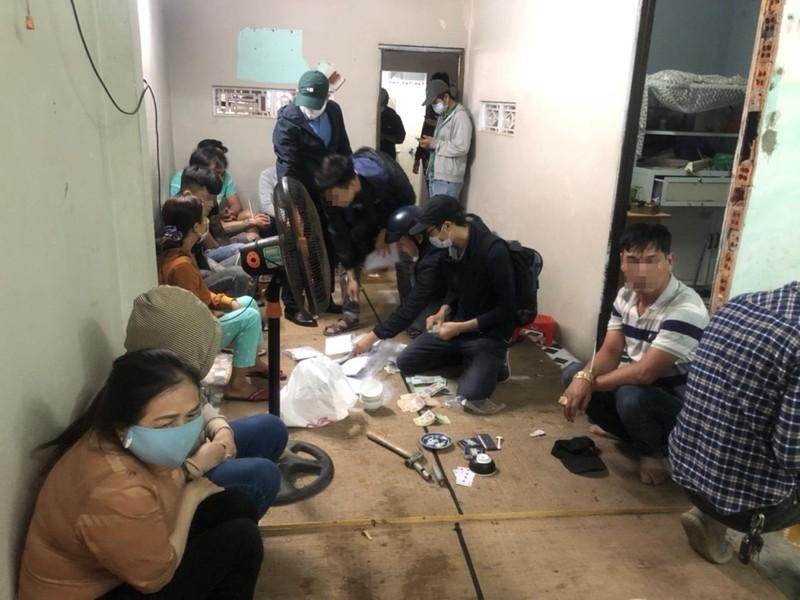 Bắt sòng bạc thu tiền theo giờ ở Đà Nẵng - ảnh 1