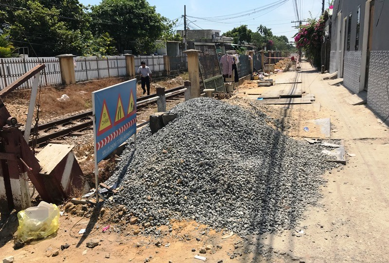 UBND quận Liên Chiểu xây dựng không phép xâm phạm đường sắt - ảnh 2