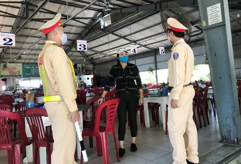 Nhiều người tìm cách rời khỏi Đà Nẵng bất chấp lệnh cấm - ảnh 4