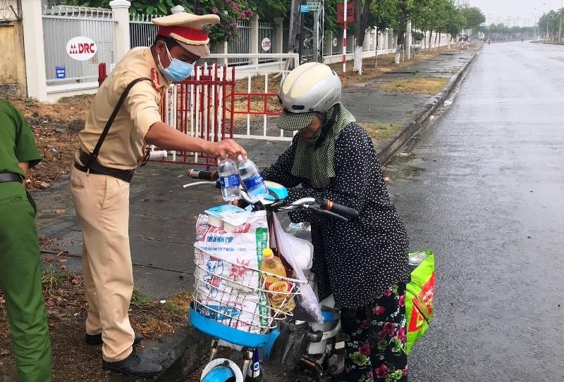 Đà Nẵng: Lập 8 chốt vận động xe cá nhân quay về - ảnh 4