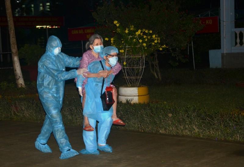 Đà Nẵng: Quân đội tiếp nhận 300 người cách ly từ bệnh viện  - ảnh 3