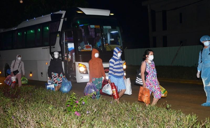 Đà Nẵng: Quân đội tiếp nhận 300 người cách ly từ bệnh viện  - ảnh 1