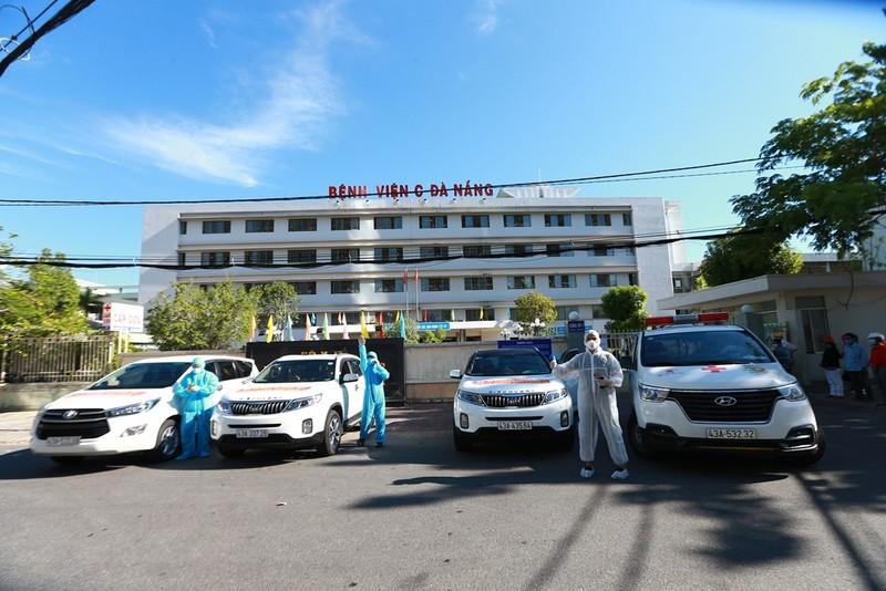 Bệnh viện C dỡ lệnh phong tỏa, bệnh nhân hớn hở về nhà - ảnh 3