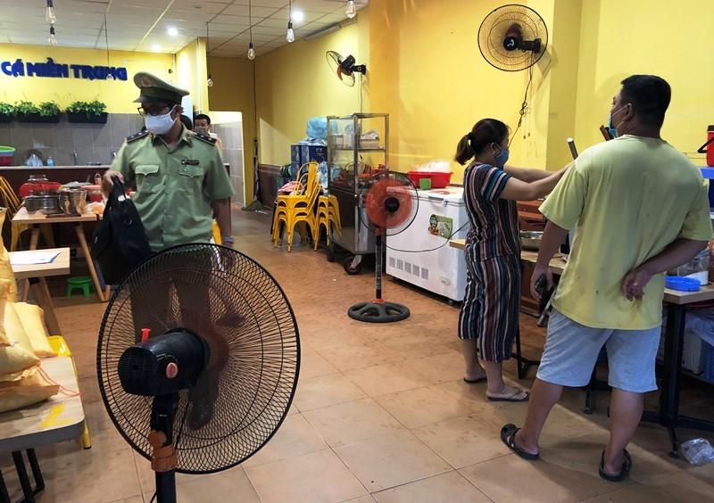Đà Nẵng: Quản lý thị trường lập biên bản 1 quán bán bún  - ảnh 1
