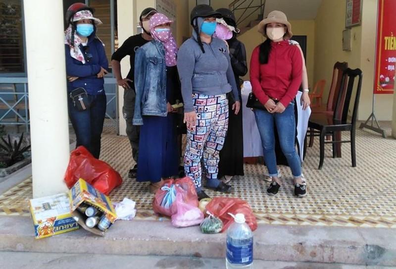 Đà Nẵng: 6 phụ nữ rủ nhau 'thông chốt' ra bờ hồ nhậu - ảnh 1