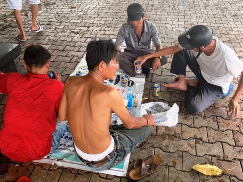 Đà Nẵng: 5 người tụ tập ăn nhậu còn xúc phạm công an - ảnh 1
