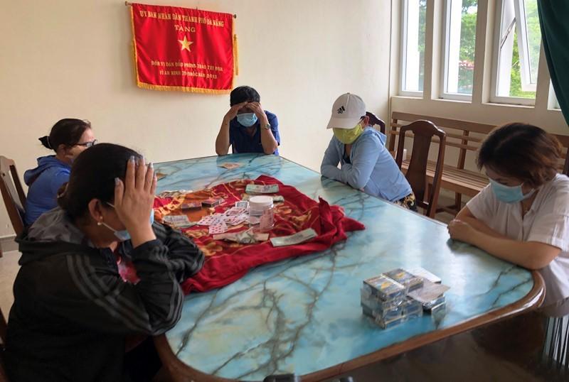 5 người tụ tập đánh bạc bất chấp dịch COVID-19 - ảnh 1