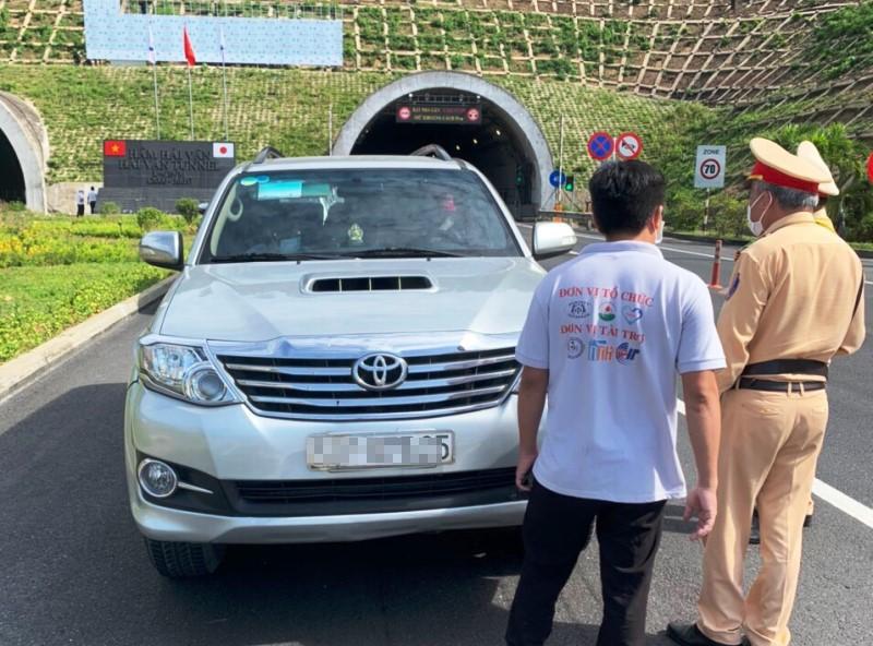 Vụ ô tô chở người muốn rời Đà Nẵng: Bị phạt hơn 10 triệu đồng - ảnh 1