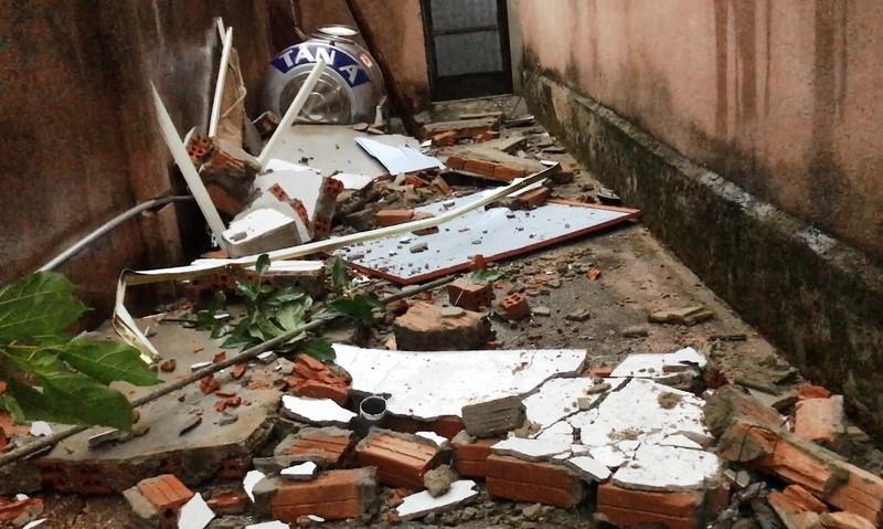 Đà Nẵng: Gió lớn khiến 2 căn nhà tốc mái - ảnh 2