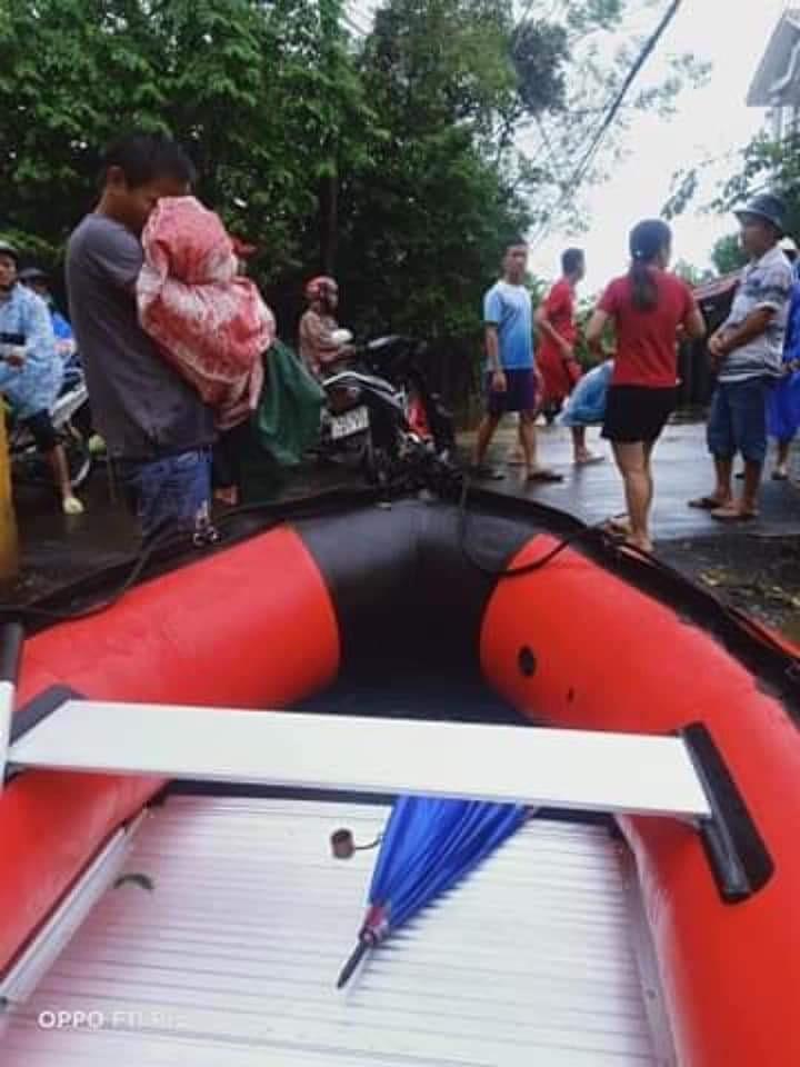 Bé trai 3 tuổi tử vong vì bị rơi xuống dòng nước lụt - ảnh 1