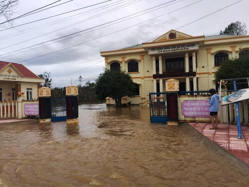Nước các sông ở Quảng Ngãi đang lên, đã có nơi bị lụt - ảnh 2