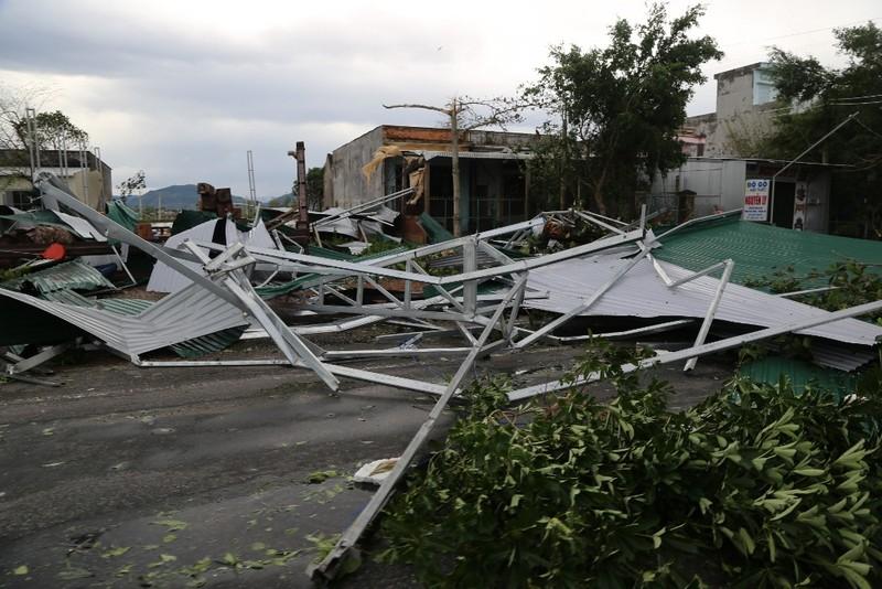 Quảng Ngãi tan hoang sau bão, hơn 38.000 nhà bị tốc mái - ảnh 3
