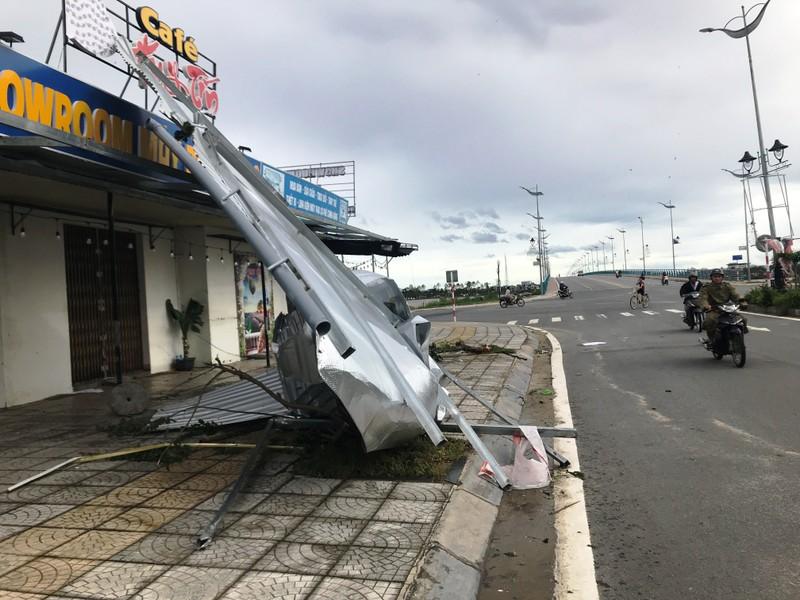 Quảng Ngãi tan hoang sau bão, hơn 38.000 nhà bị tốc mái - ảnh 7