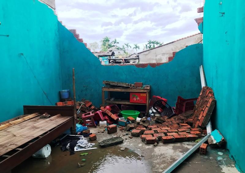 Quảng Ngãi tan hoang sau bão, hơn 38.000 nhà bị tốc mái - ảnh 4