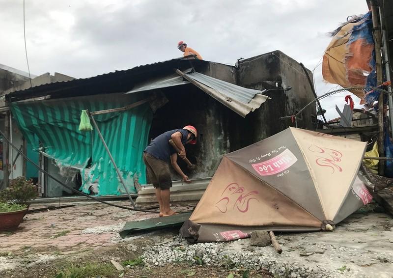Quảng Ngãi tan hoang sau bão, hơn 38.000 nhà bị tốc mái - ảnh 6