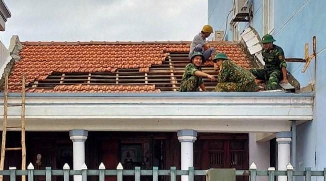 Quảng Ngãi tan hoang sau bão, hơn 38.000 nhà bị tốc mái - ảnh 11