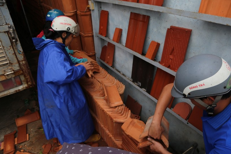 Quảng Ngãi tan hoang sau bão, hơn 38.000 nhà bị tốc mái - ảnh 12