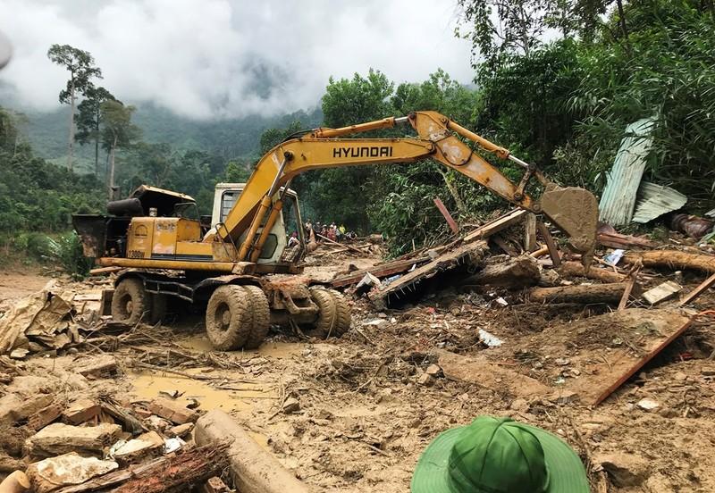 Sạt lở Trà Leng: Đất trên núi cao hàng trăm mét tuôn xuống - ảnh 7