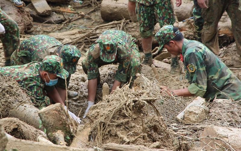 Sạt lở Trà Leng: Đất trên núi cao hàng trăm mét tuôn xuống - ảnh 8