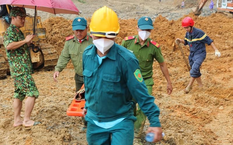 Sạt lở Trà Leng: Đất trên núi cao hàng trăm mét tuôn xuống - ảnh 9